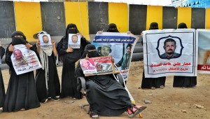 Mothers of Abductees Association holds vigil in front of judiciary in Aden