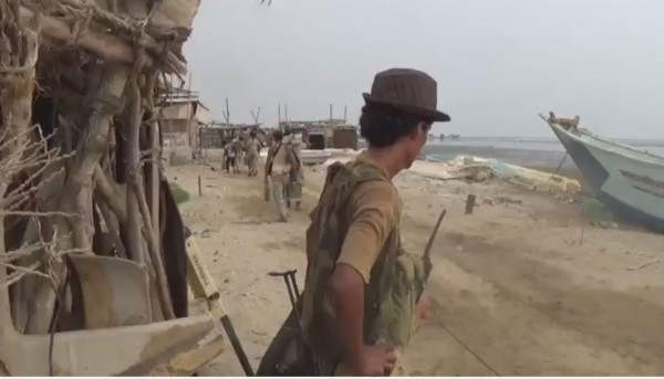 Government forces backed by coalition repel Houthi militia attack north of Abbs, killing 15 of them