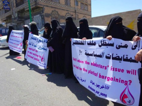 Attempt to thwart mother of abductees vigil outside Ma'ashik palace unsuccessful