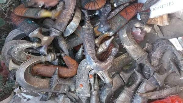 Yemeni forces seize shipment of smuggled antique daggers