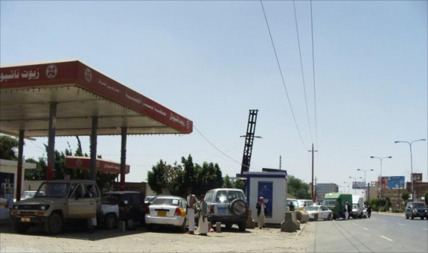 Yemen's Economic Committee accuses Houthis of manufacturing a fuel crisis
