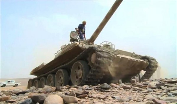Yemen army, tribal fighters battle Houthis in Al-Jawf's eastern desert