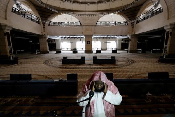 Saudi grand mufti: Ramadan evening, Eid prayers to be done at home amid coronavirus