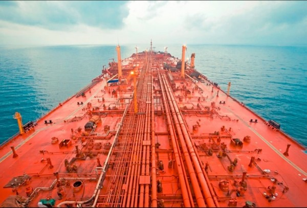 Safer oil employee: Oil tanker off Hodeidah will sink in weeks if not urgently repaired